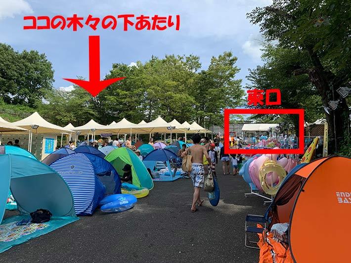 プールサイドのテントの画像