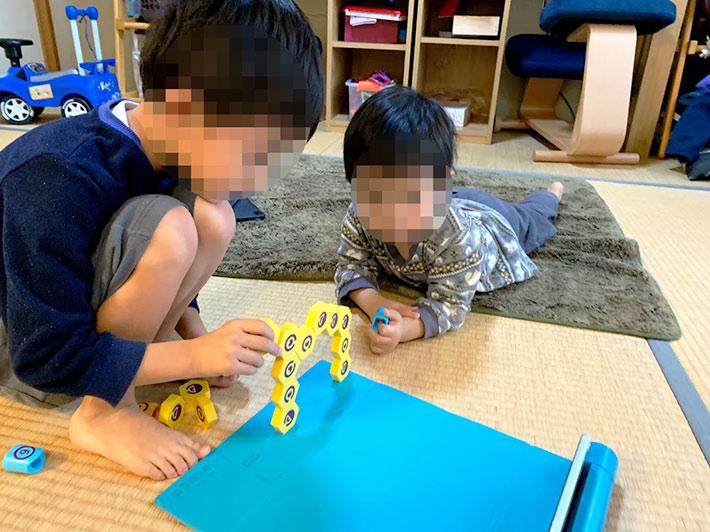 PLUGO(プルゴ)で遊ぶ子供